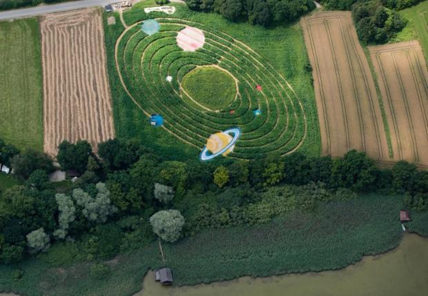 2043792761-sonnensystem-labyrinth-QiMG